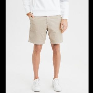 "Men 8"" Khaki Shorts Size 32"